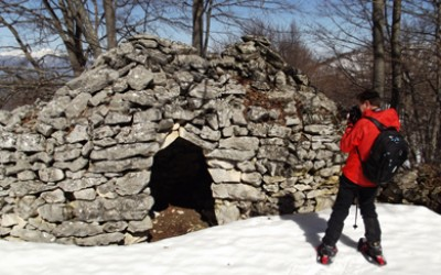 La neve, il bosco e le capanne